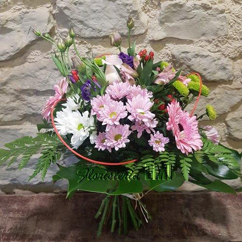 Ramo de flor variada tallos vistos en colores blancos, rosados y verdes.. Floristeria Barcelona